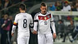 Einst Weggefährten im DFB-Team: Lukas Podolski (r.) und Mesut Özil