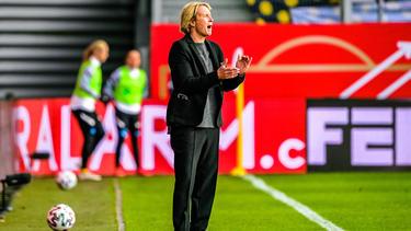 Martina Voss-Tecklenburg und die DFB-Frauen treffen auf Frankfurt