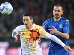 Aduriz (l.) rettete Spanien ein Remis gegen Italien