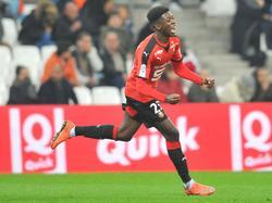Ousmane Dembélé viert zijn treffer tijdens het competitieduel Olympique Marseille - Stade Rennes (18-03-2016).