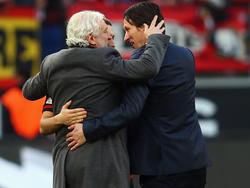 Rudi Völler (l.) und Roger Schmidt möchten sich gern die Dienste von Alexander Dragović sichern