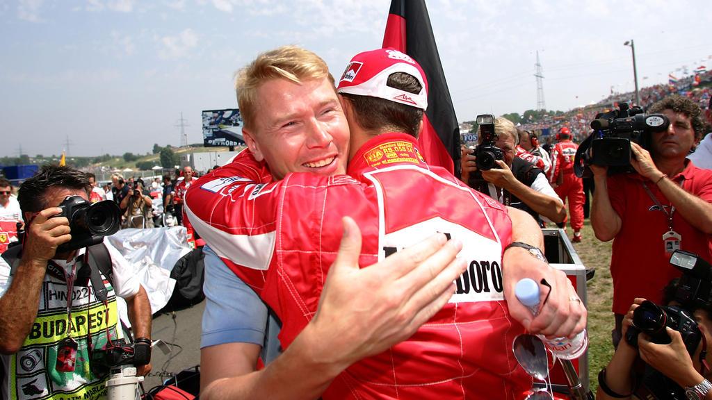 Michael Schumacher und Mika Häkkinen (l.)