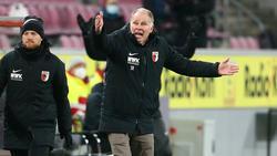 Stefan Reuter kritisiert die Elfmeterentscheidung des Schiedsrichters