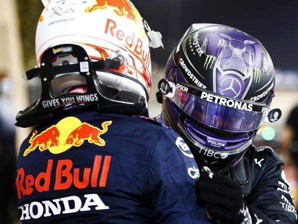 Lewis Hamilton (r.) stichelte vor dem Rennen in Frankreich gegen die Konkurrenz