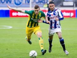 Timothy Derijck komt voor Caner Çavlan tijdens sc Heerenveen - ADO Den Haag. (20-12-2015)