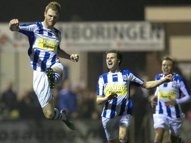 Leon Broekhof (l.) juicht nadat hij FC Lienden op voorsprong heeft gezet tijdens het bekerduel FC Lienden - Roda JC Kerkrade. (28-10-2015)