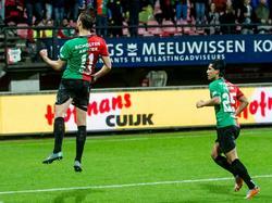 Christian Santos (l.) viert de 1-0 tijdens het competitieduel NEC Nijmegen - De Graafschap. (07-11-2015)