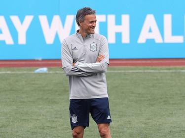 Luis Enrique sonríe en el entrenamiento de hoy de España.