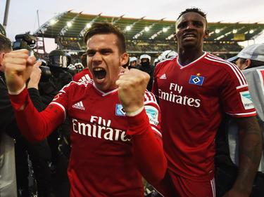 Stieber (izq.) y Cleber celebran el gol de la victoria de Nicolai Müller. (Foto: Getty)