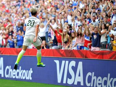 Con su gol en el minuto 45, Abby Wambach le dio los tres puntos a las norteamericanas. (Foto: Getty)