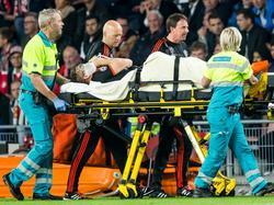 Luke Shaw tuvo que ser retirado del campo en el PSV-Manchester United. (Foto: ProShots)