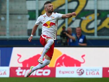 Mit einem satten Weitschuss brachte Valon Berisha RB Salzburg gegen Sturm Graz in Führung (7.5.2016)