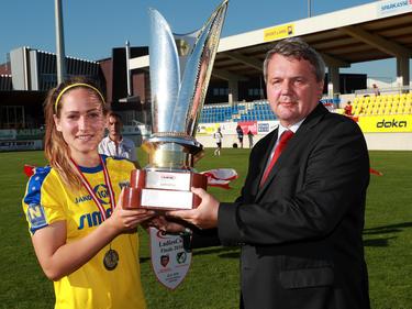 Darf SKN-Spielführerin Jasmin Eder wieder den ÖFB-Frauen-Cup stemmen?