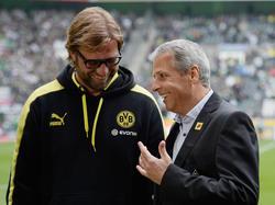 El viejo y el nuevo entrenador del Dortmund charlando. (Foto: Getty)