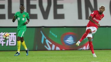 Anderson Talisca (dcha.) se convirtió en la estrella del partido. (Foto: Imago)