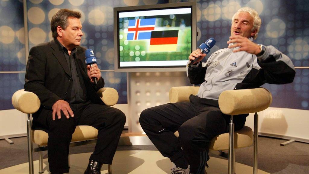 Dem damaligen Bundestrainer Rudi Völler (r.) platzte einst der Kragen