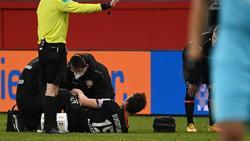 Leverkusens Julian Baumgartlinger musste gegen Wolfsburg bereits wenige Minuten nach seiner Einwechslung vom Platz