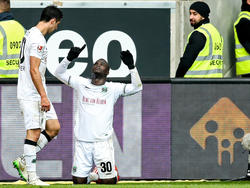 Rettete seinem Coach vielleicht den Job: Didier Ya Konan (r.)