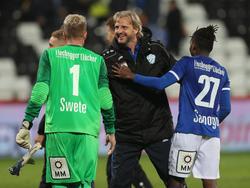 Schopp gratuliert seinen Spielern