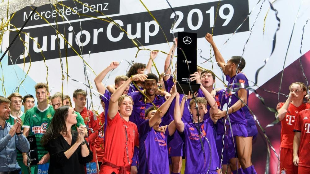 Die A-Junioren des FC Liverpool feiern ihren Triumph