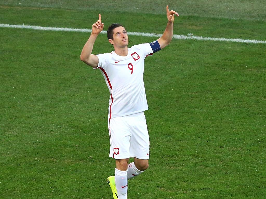 Robert Lewandowski ist zum sechsten Mal in Folge zu Polens Fußballer des Jahres gewählt worden