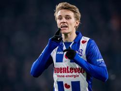 Martin Ødegaard geeft aanwijzingen in het duel tussen PSV en sc Heerenveen. (22-01-2017)