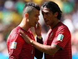 Ronaldo y Bruno Alves conversan en una imagen de archivo. (Foto: Getty)