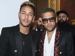 Neymar con Dani Alves en la 'Fashion Week' de Paris. (Foto: Getty)