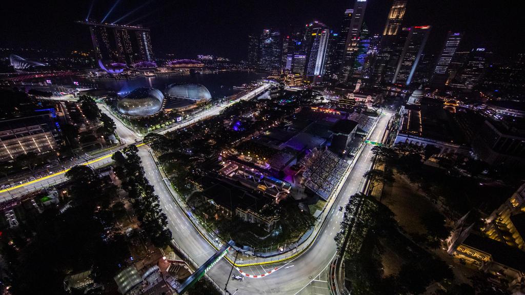 In Singapur gingen beim 2. Training die Lichter an
