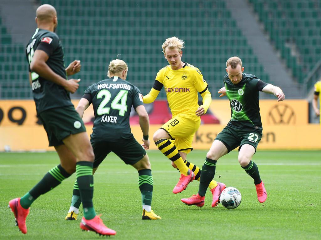Julian Brandt scheitert an einer Wolfsburger Überzahl