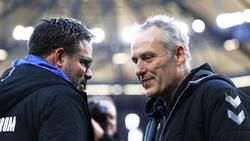 Schalke-Trainer David Wagner mit Freiburgs Christian Streich im Gespräch