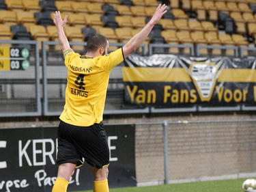 Guy Ramos viert de 1-1 tijdens het competitieduel Roda JC Kerkrade - VVV-Venlo. (20-02-2015)