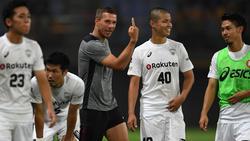 Lukas Podolski bereitete die Führung durch Iniesta vor