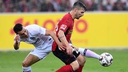 Filip Kostic (l.) gab sein Debüt für die Eintracht