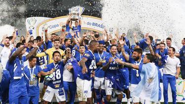 Los jugadores del Cruzeiro celebran el título en el feudo del Corinthians. (Foto: Getty)