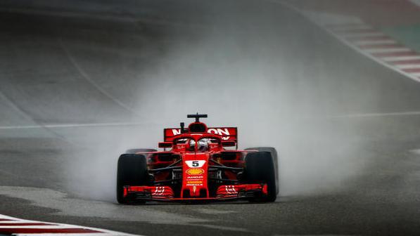 Land unter: Auch im texanischen Regen schwimmt Ferrari hinterher