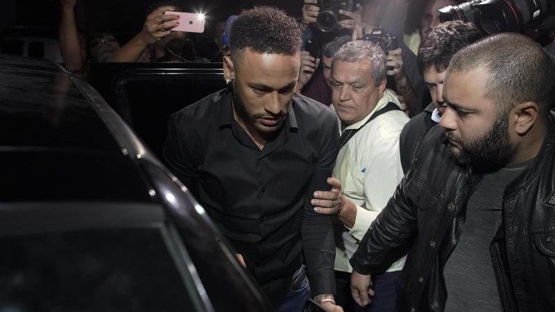 Neymar muss etwa vier Wochen pausieren