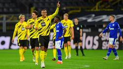 Manuel Akanji feiert seinen Treffer gegen den FC Schalke