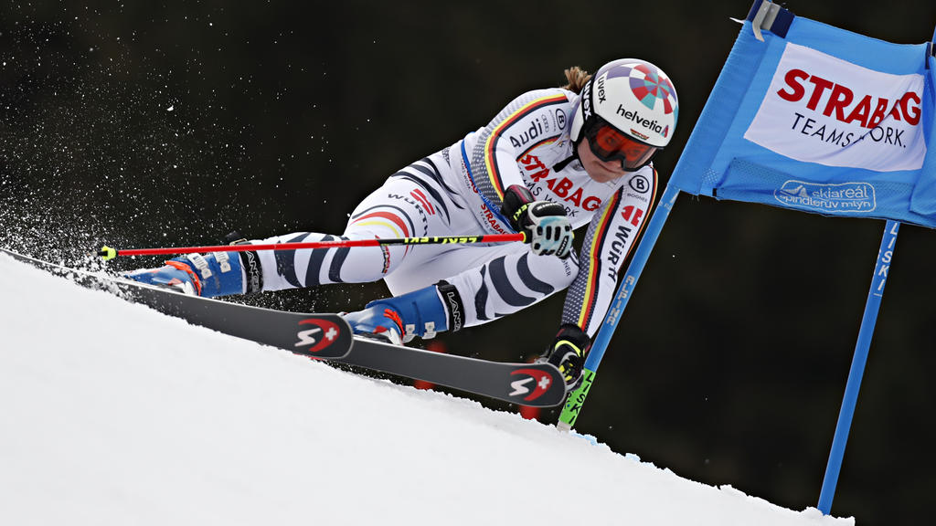 Viktoria Rebensburg hat den Sieg im Riesenslalom in Spindlermühle knapp verpasst