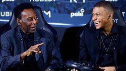 Pelé (l.) befand sich zuletzt in stationäre Behandlung