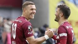 Jubelt Lukas Podolski (l.) doch weiter im Trikot von Vissel Kobe?