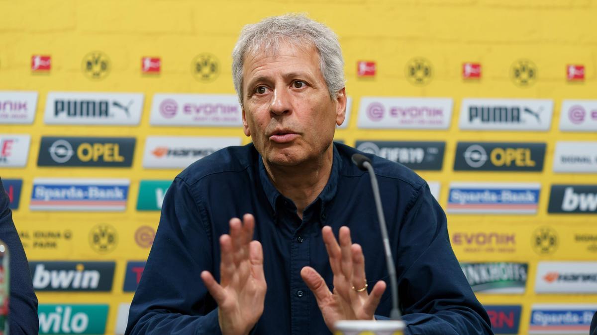 BVB-Trainer Lucien Favre stand auf der Pressekonferenz Rede und Antwort