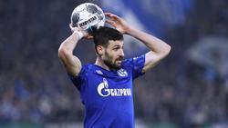 Daniel Caligiuri vom FC Schalke 04 hatte sich im Pokalspiel gegen Hertha BSC am Knie verletzt