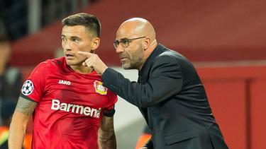 Leverkusens Trainer Bosz (r.) glaubt an den Halbfinaleinzug