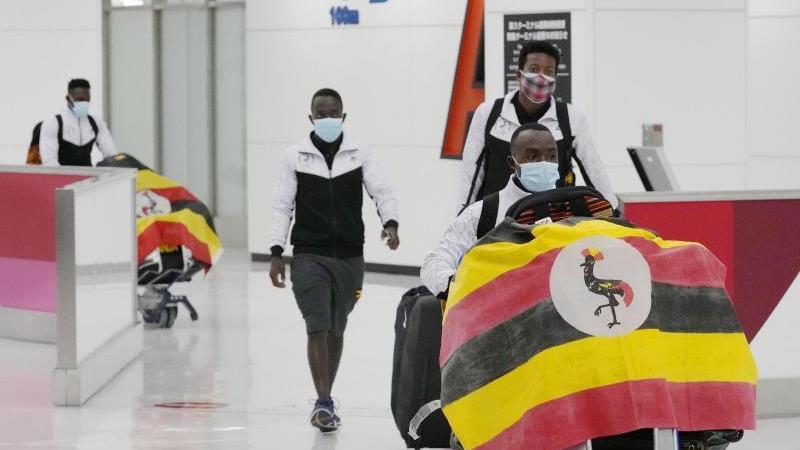 Ein Mitglied des Olympia-Teams aus Uganda wurde bei seiner Ankunft positiv auf das Coronavirus getestet