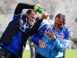Champagnerdusche für den Trainer