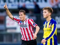 Paul Gladon (l.) viert de 1-0 tijdens het competitieduel Sparta Rotterdam - FC Oss. (23-11-2014)