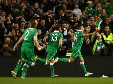 Jon Walters weet dat hij zojuist vanaf elf meter een belangrijke treffer heeft gemaakt voor Ierland. Dankzij zijn 1-0 tegen Bosnië-Herzegovina is zijn land een stap dichterbij het EK 2016 in Frankrijk. (16-11-2015)