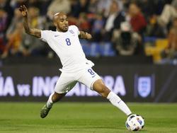 Fabian Delph in actie voor de nationale ploeg in de oefenwedstrijd tegen Spanje. (13-11-2015)