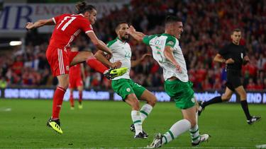 Gareth Bale (l.) trifft beim 4:1-Erfolg der Waliser
